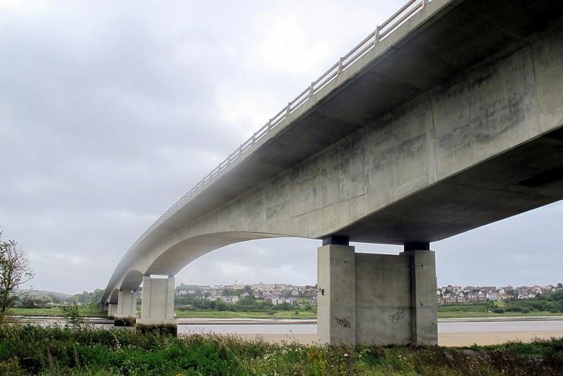 The Taw bridge at Barnstaple.