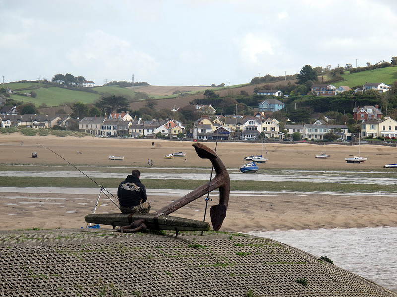 After having walked for about 10 miles along the estuary and back, last night's pub accommodation is visible where the anchor touches the river bank opposite, about 100 yards away!