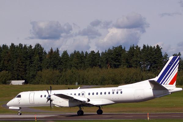 Saab 2000 landing