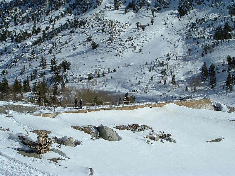 Some skiers on the Sabrina dam
