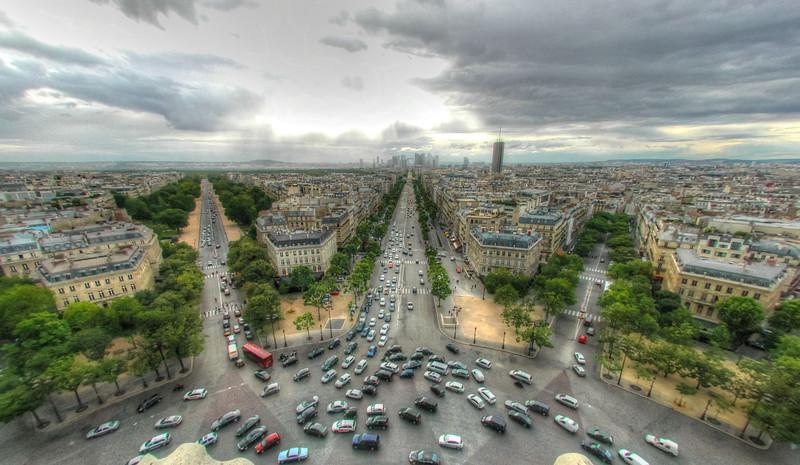 Rush hour at the Arc de Triomphe roundabout in Paris