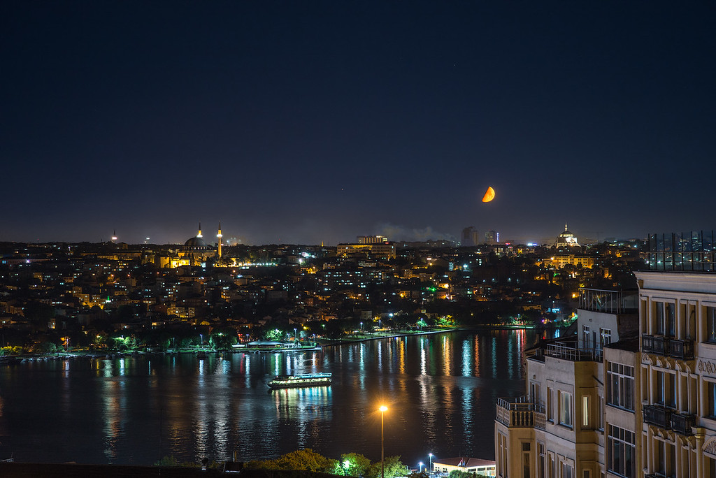 moonset over Istanbul with Suleiman Mosque