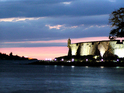 Walking along the city wall towards El Morro in the distance at dusk.