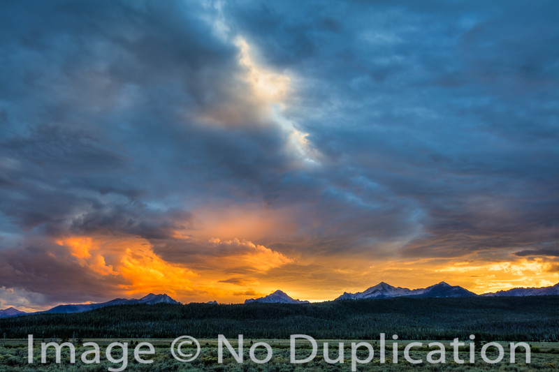 Dramatic sunset over the Sawtoothy Mountains, Idaho
