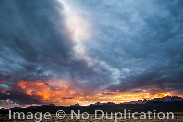 Dramatic sunset over the Sawtoothy Mountains, Idaho