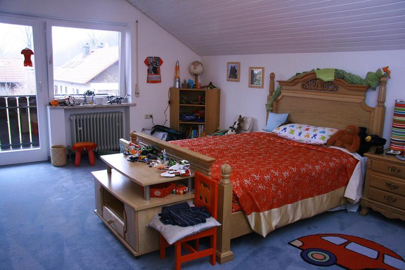 Olivers bedroom with door onto balcony