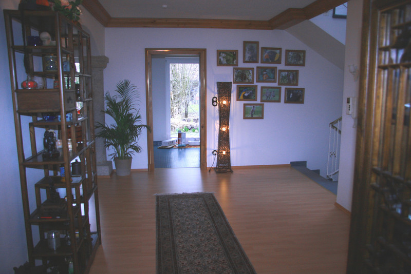 Hallway leading onto kitchen and view to garden