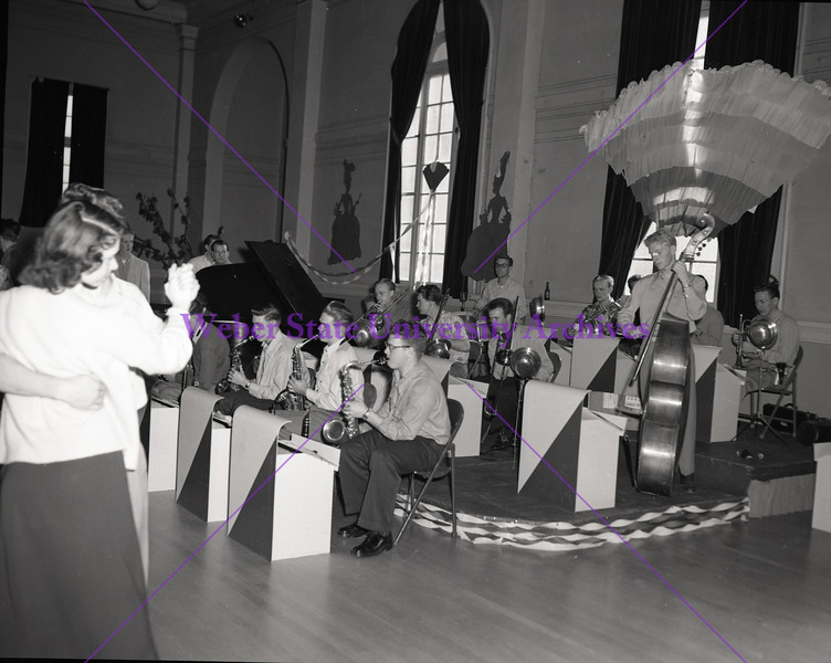 Dance Orchestra - 1947