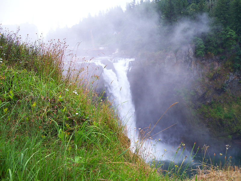 Snoqualmie Falls(southeast of Seattle)