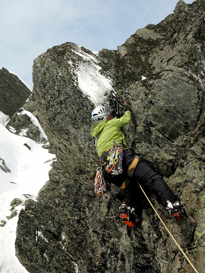 Di Drayton retrieving her axe after a fall on a Steve Fortune route left of 'Force It'
