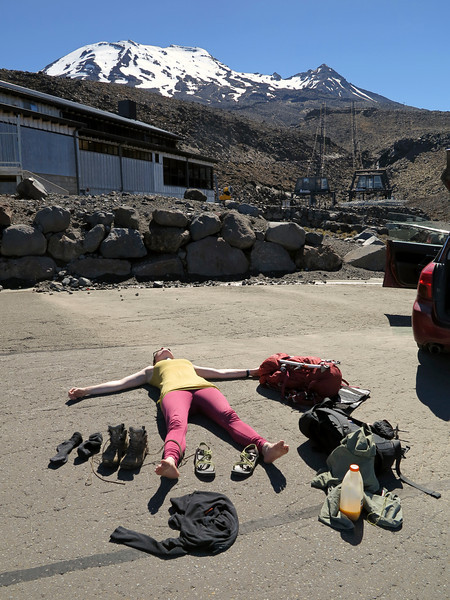 Drying out the sweat back at the Turoa Skifield carpark. Tahurangi behind.