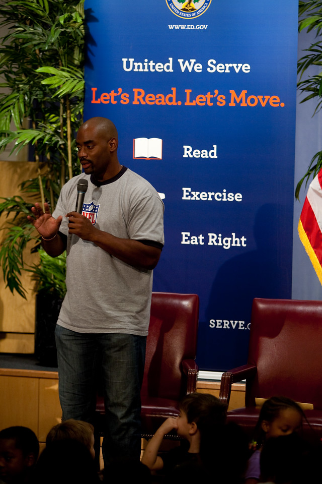 Former Washington Redskin, Chris Draft - Let's Read Let's Move - Department of Education