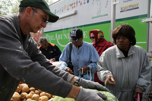 A volunteer works at a stop of Philabundance's Fresh for All program. (Photo from Philabundance)