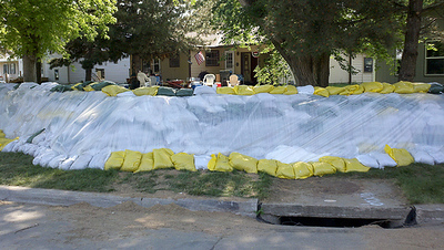 Finished 4 and 1/2 foot tall sandbag dike along bend in Suncoast Drive in North Sioux City, SD. (Photo courtesy USDA-NRCS, 2011)