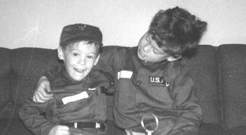 Glenn and Jay Winuk as children in a 1964 family photo.