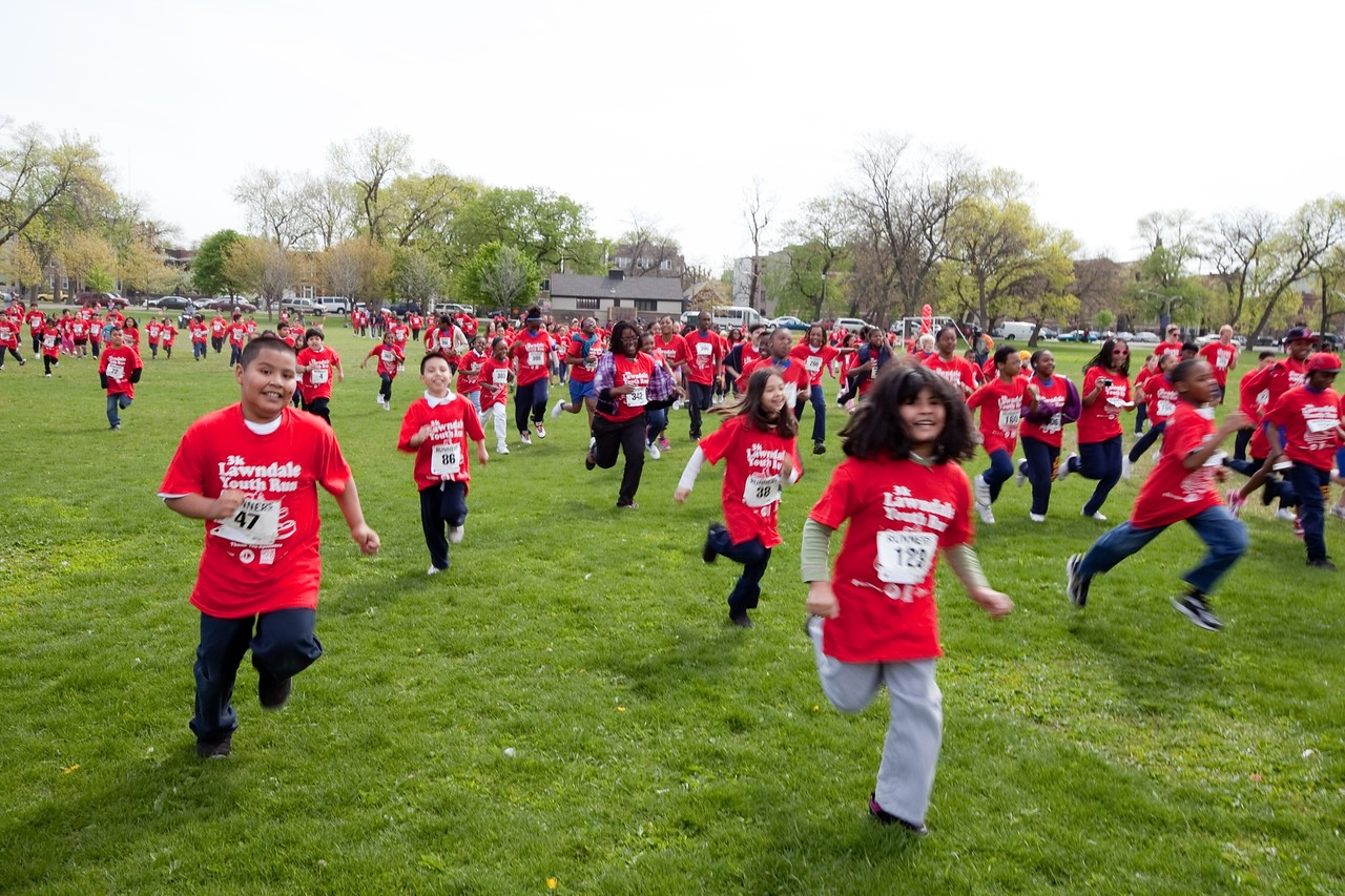 Students compete in a run during Global Youth Service Day in a Westside Chicago neighborhood. (Photo courtesy of Youth Service America)