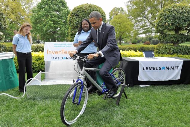 President Obama rides a bike-powered water filtration system at the 2013 White House Science Fair on April 22, 2013, in Washington, DC. (Official White House Photo)