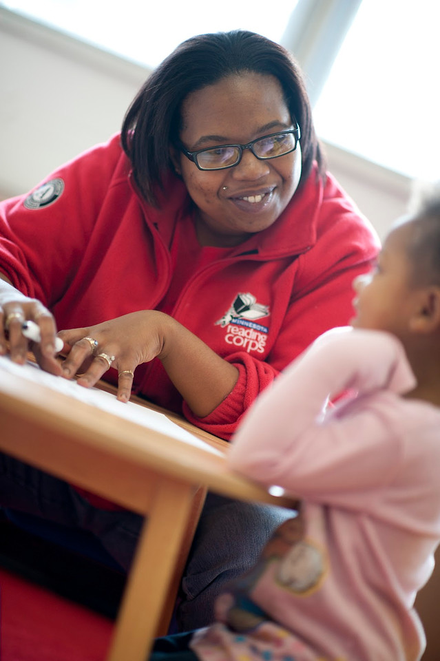 An AmeriCorps member with Minnesota Reading Corps helps a young student gain crucial literacy skills. (Photo courtesy Minnesota Reading Corps)