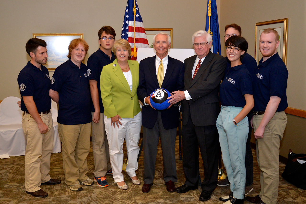CNCS CEO Wendy Spencer, Kentucky Gov. Steve Beshear, and U.S. Rep. Hal Rogers join seven AmeriCorps VISTA members supporting the SOAR initiative in Appalachian Kentucky.