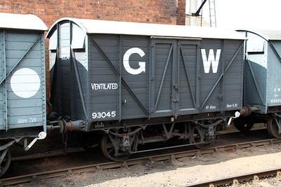 10t Vent Goods Van 93045 at Bewdley  20/07/13.