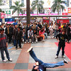 Street performers in Hua Qiang Bei