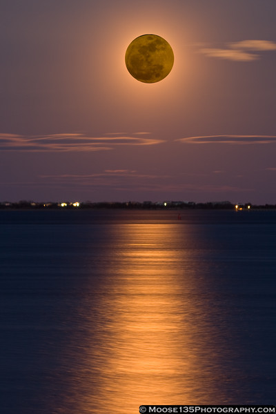 March 19, 2011 - Super Moon: a full moon at the perigee of its orbit, the closest full moon since 1993. (Composite image)