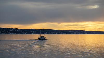 Fiskebåt<br /> Drøbaksundet, Hurum 26.12.2018<br /> Canon 5D Mark IV + Canon EF 100mm f/2.8L Macro IS USM