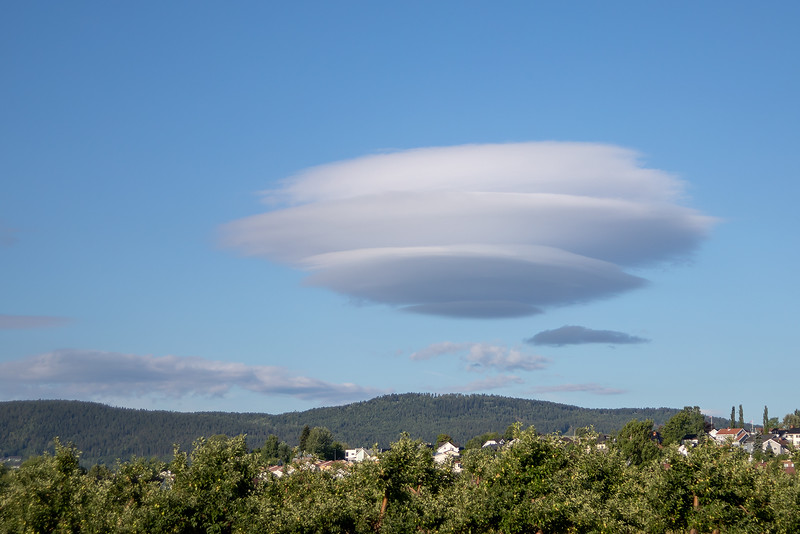 UFO-sky / UFO-cloud<br /> Jensvoll, Lier 10.7.2018<br /> Canon 5D Mark IV + EF 28-105mm f/3.5-4.5 USM @ 53 mm