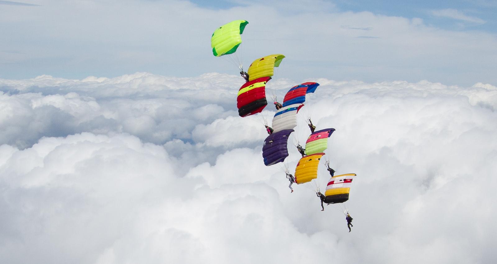 """<a href=""""http://www.skydivingstills.com/photos/i-m9ScSCJ/2/X3/i-m9ScSCJ-X3.jpg"""">http://www.skydivingstills.com/photos/i-m9ScSCJ/2/X3/i-m9ScSCJ-X3.jpg</a>"""
