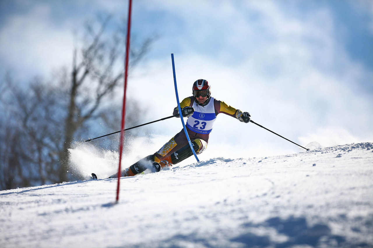 Ian Poirier carves up the Middlebury Slalom at the 2007 Eastern Championships.