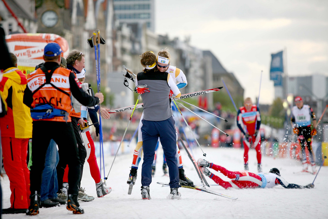 The finish of the 2006 Düsseldorf FIS Nordic World cup team sprints. Team Sweden takes gold while the Norwegian hopes of winning crash with their lead skier.