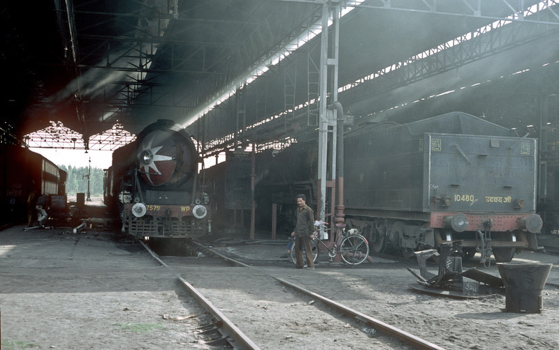The running shed at Kota holds WP7579 and WG10480 on 7 March 1992