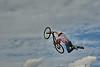"""18-9-2010  """"¡Voolaaare!"""" - El muy idiota dijo que él podía volar con su bicicleta y, sin más, saltó del helicóptero. ;-) (Si no estás familiarizado con la canción italiana 'Volare', pincha <a href=""""http://es.wikipedia.org/wiki/Volare"""">AQUI</a>).  """"Voolaaare!"""" - This idiot said he could fly with his bicycle and just jumped off the helicopter. ;-) (If you are not familiar with the Italian 'Volare' song, click <a href=""""http://en.wikipedia.org/wiki/Volare_%28song%29"""">HERE</a>)."""