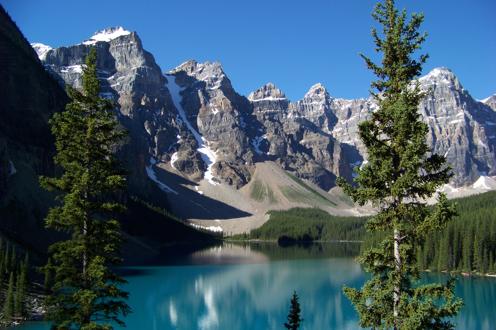 Magnificent view of Moraine Lake and the peaks surrounding it.