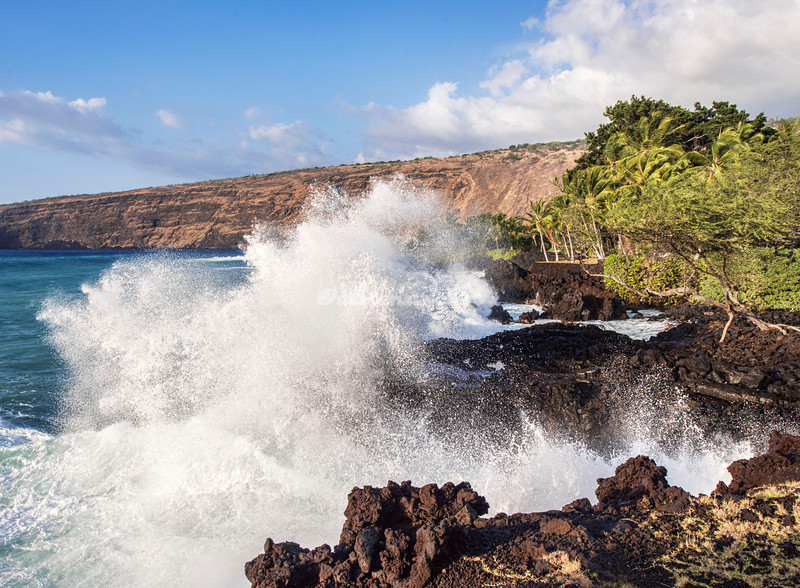 Waves along Kealakekua Bay, Hawaii