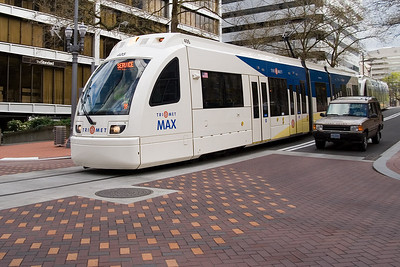 MAX 405 on the new Portland Transit Mall  | Sigma 18-50mm f/2.8 EX DC