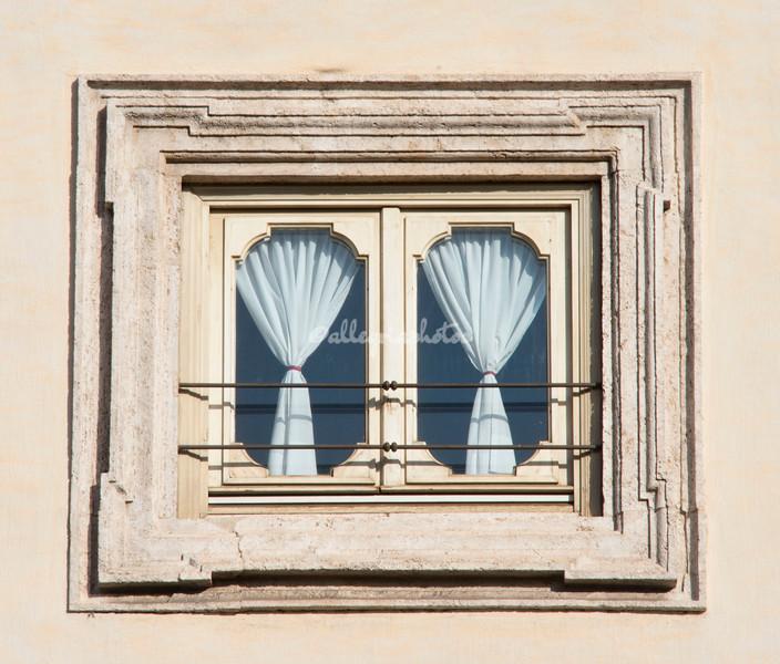 Piazza Colonna window, Rome
