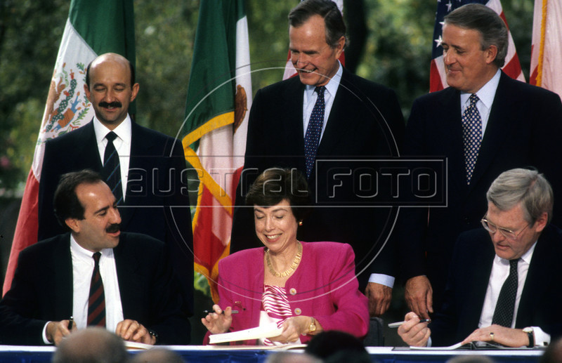 NAFTA signing in San Antonio, Texas, USA. From left to right: Mexico's President Carlos Salinas de Gortari and his economy Minister, US President George Bush and Secretary of Commerce and Canada's Prime Minister Brian Mulroney and Economy Minister.(Australfoto/Douglas Engle)