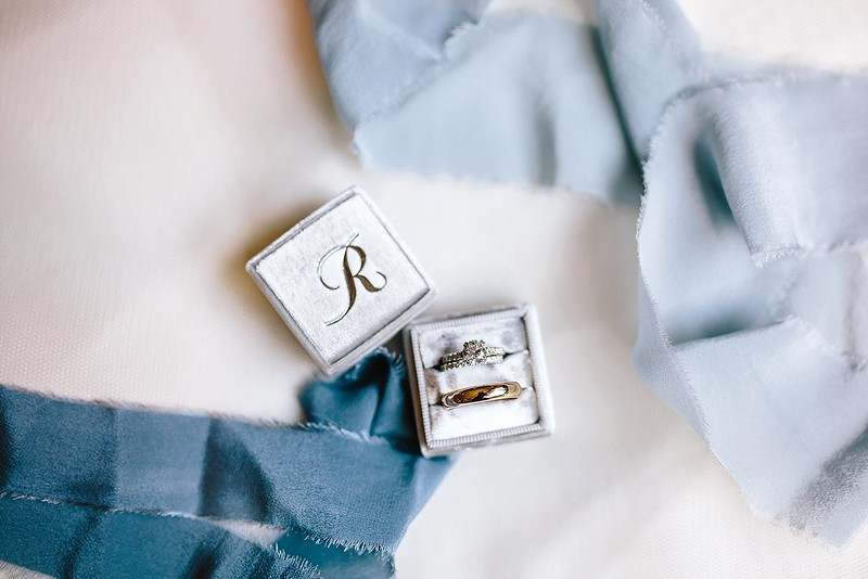 Wedding rings in a beautiful MRS velvet ring box with silk ribbons from Tono and Co
