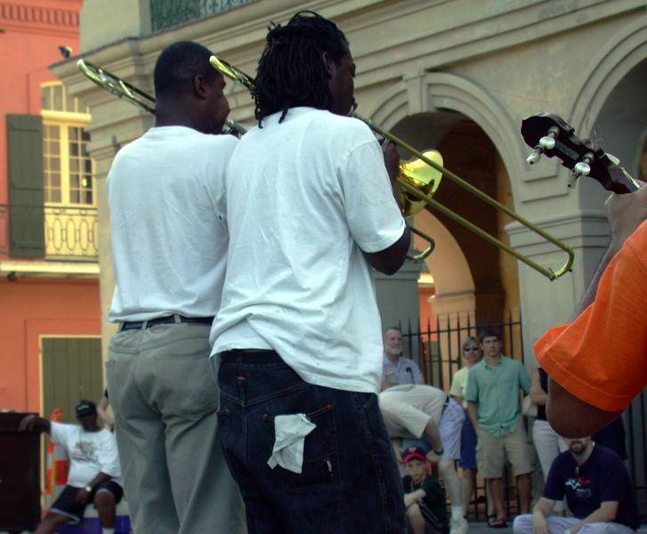 Music on Chartres Str (3).