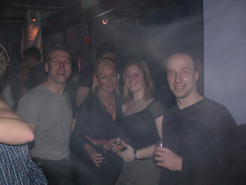 Henk, Jelle, Jolanda en Tjaerd behind a magnesium smoke.