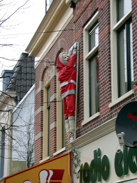 Santa Claus is very late... a little drunk maybe?
