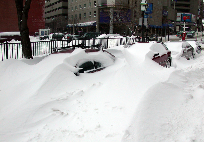 Snow drifts: Cars on Clearway Str.