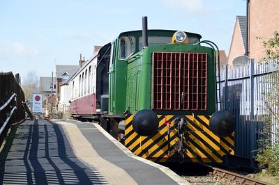 0-6-0DH No16/6289 & S70576 Class 411 EMU Coach   06/04/15