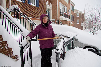 Snomageddon - 6 February 2010 While Mui clears the driveway, I tackle the front steps.