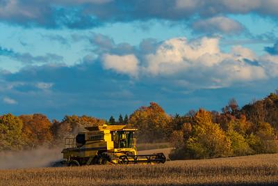 1  RobertEvans com New Holland TR99 Tractor_DSC4510