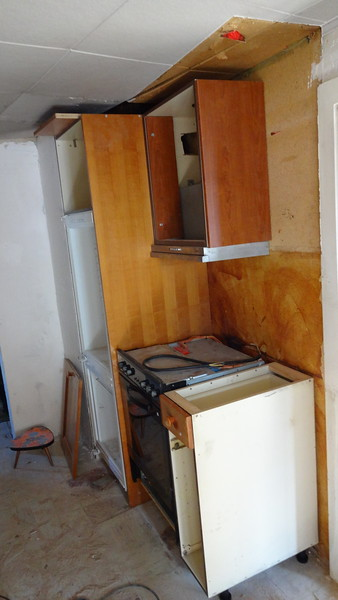 App 2: fridge freezer and air extractor installed above cooker