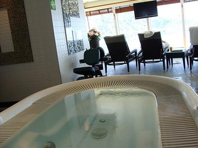 the men's and women's side each had wo of these personal massage whirlpools