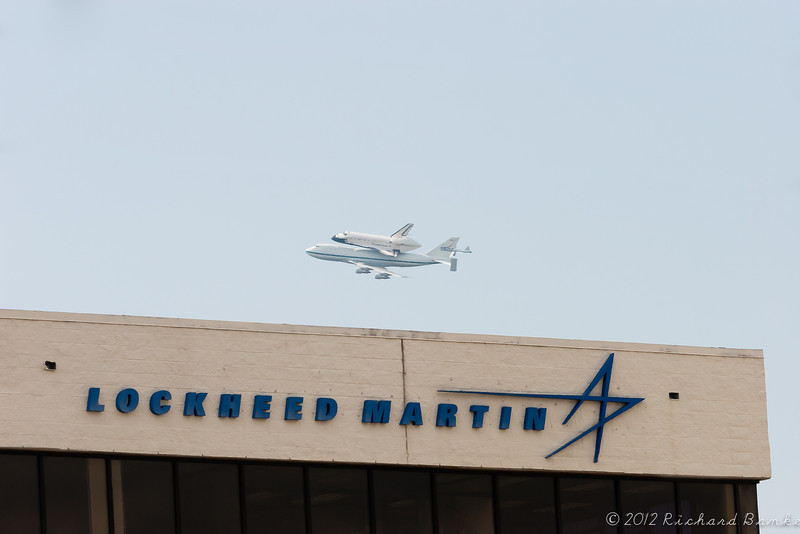 Endeavour passes over the Lockheed Martin building next door to the SAIC building. Unfortunately for those of us that work at SAIC, it flew behind the SAIC building.