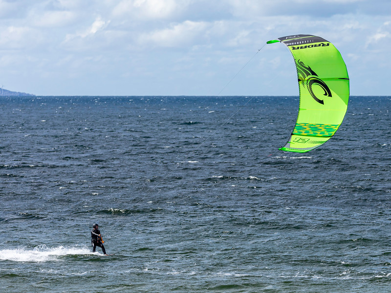 Kitesurfing<br /> Stavasanden, Karmøy 20.7.2020<br /> Canon 5D Mark IV + EF100-400mm f/4.5-5.6L IS II USM @ 200 mm
